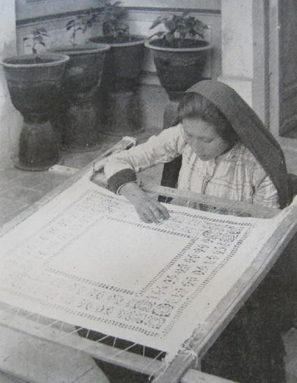 MAKING MEXICAN DRAWN-WORK