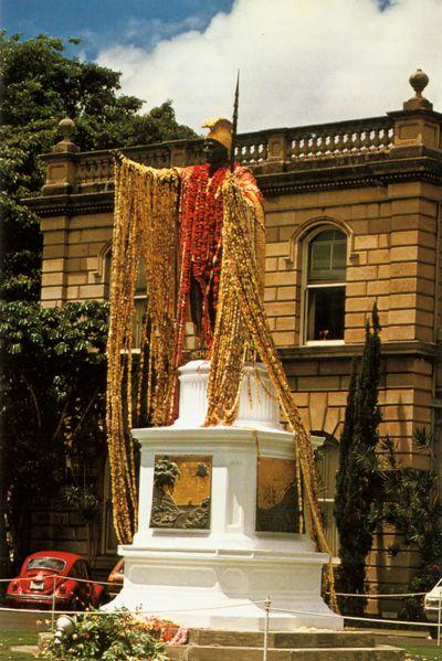 'King Kamehameha Statue, Honolulu' from the web at 'http://www.gutenberg.org/files/33355/33355-h/images/illus-008.jpg'