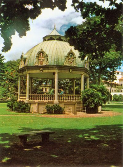 'Iolani Palace Bandstand' from the web at 'http://www.gutenberg.org/files/33355/33355-h/images/illus-011a.jpg'