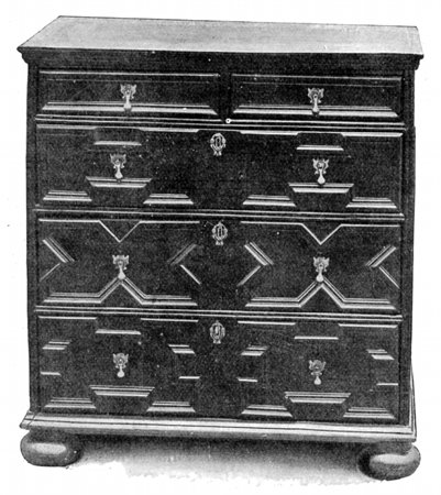 OAK CHEST OF DRAWERS.