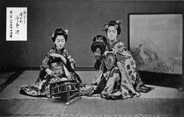 GEISHA GIRLS AT THE ICHIRIKI TEA-HOUSE, KYOTO.